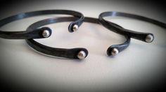 Brazalete de día de las madres de pulseras flacas oxidados envío nacional gratis de cobre reciclado plata perlas plata de EarthMetalworks en Etsy https://www.etsy.com/mx/listing/286071113/brazalete-de-dia-de-las-madres-de