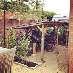 nl Are you looking for a customized bicycle shed? Order your bicycle shed here.nl Are you looking for a customized bicycle shed? Order your bicycle shed here. Bicycle Storage Shed, Outdoor Bike Storage, Backyard Storage, Bike Shed, Backyard Patio, Garage Apartment Floor Plans, Garage Apartments, Garage Velo, Bike Shelter
