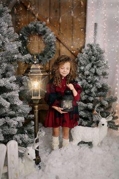Christmas Photo Booth Backdrop, Christmas Photo Props, Christmas Backdrops, Christmas Portraits, Christmas Mini Sessions, Christmas Minis, Christmas Fashion, Family Christmas, Christmas Photoshoot Ideas