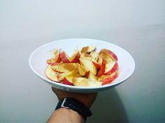 Snacks to help you with those cravings! It's simple, apple,stevia and cinnamon 😉  Snacks para ajudar com aquelas ânsias! É simples, maçã, stevia e canela! 😉  Yummery - best recipes. Follow Us! #healthyrecipes