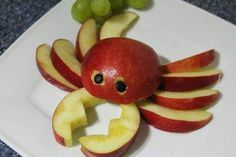 Fruit or vegetable animals e. for the children's birthday Cute Snacks, Cute Food, Good Food, Simple Snacks, Dessert Simple, Funny Food, Vegetable Animals, Fruit Animals, Animal Food
