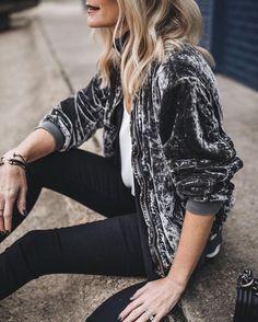 O veludo é sempre lembrado durante o inverno. Porém, desde o ano passado, este tecido tem ganhado cada vez mais espaço na moda.