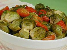 Refogado de Couve-de-Bruxelas com Tomate-Cereja (vegana)