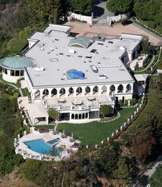 Les stars ne se privent pas du luxe. Celle de Lionel Richie est juste ouahh http://www.declaration-de-travaux.fr/