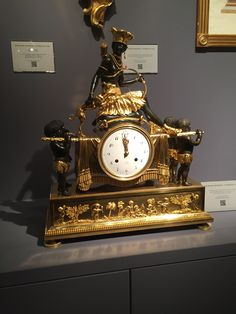 Wall Clock Wooden, Antique Wall Clocks, Wooden Walls, Classic Clocks, Wall Clock Online, Mantel Clocks, Wall Clock Design, Antique Watches, Beautiful Wall
