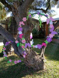Decoración para comunión niña #decor #style #fashion #flores #mariposas #círculos #dye Mad Hatter Tea, Ideas Para, Paper Flowers, Tea Party, Party Themes, Baby Shower, Style Fashion, Plants, Christmas
