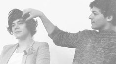 When this delicate hair fix happened. | 46 Times Harry Styles And Louis Tomlinson Proved They Belong Together
