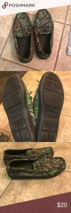 Practically new men's camo slippers Worn only once. Perfect condition! puritan Shoes Loafers & Slip-Ons