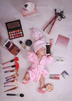 Funny Baby Pictures, Baby Girl Pictures, Cute Kids Pics, Monthly Baby Photos, Baby Shots, Baby Poses, Baby Education, Newborn Baby Photography, Baby Month By Month