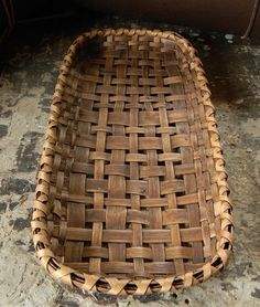 Swamp Road table basket - I really need to do some weaving. It soothes my soul Old Baskets, Vintage Baskets, Wicker Baskets, Making Baskets, Woven Baskets, Crochet Baskets, Basket Weaving Patterns, Bamboo Weaving, Tobacco Basket