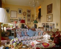 The living/dining area in New York is decorated in an English country style ~ Sarah Giles, design
