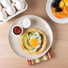 Préparez un déjeuner du dimanche à la mexicaine avec des haricots frits et les garnitures préférées de votre famille.