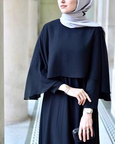 Close-up: Cape Gown from ☺️👌🏻 Moslem Fashion, Arab Fashion, Trend Fashion, Islamic Fashion, Casual Hijab Outfit, Hijab Chic, Hijab Gown, Hijab Stile, Modele Hijab