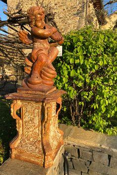 #exterior #exteriores #exteriors#exteriordesign #exterior_design#home #homesweethome#homedecor #homedesign#decoracion #deco #decoration#decorationideas #decorations#garden #gardendesign #gardendecor #gardeninspiration#house #casa #jardin #design#designinspiration #designs#furniture #furnituredesign Italian Country Decor, Statue, House, Gardens, Home, Homes, Sculptures, Houses, Sculpture