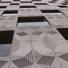 Une façade en métal pour un immeuble flambant neuf : quartier Masséna à Paris, par Anne Démians Architecture. Reportage photos.
