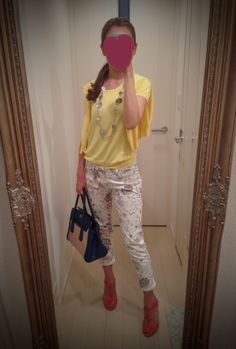 Yellow T shirt with yellow sweater and printed white skinny + red heels + beige and black bag - http://ameblo.jp/nyprtkifml