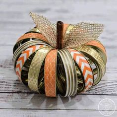 Canning Ring Pumpkin - Fall Decor - Turn those Mason jar rings into something cute with this quick & easy DIY tutorial! Canning Ring Pu - Fall Projects, Diy Craft Projects, Diy And Crafts, Crafts With Ribbon, Diy Autumn Crafts, Fall Pumpkin Crafts, Diy Pumpkin, Paper Pumpkin, Summer Crafts