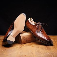 This is power step!But this is not a Six Pence Bespoke shoes. It is a new Made-To-Order line of Stefano Bemer's workshop that features the same kind of finishing and outsole configurations of the latter... but on their standard lasts.  More exciting details to be revealed soon!  #justsostyle #newyork #washingtondc #boston #nyclifestyle #texas #luxury #boston #fashion#pennsylvania #miami #montreal #menswear #vancouver #california #london #tokyo #chicago #colorado #sandiego #philadelphia…