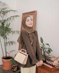 Modern Hijab Fashion, Street Hijab Fashion, Hijab Fashion Inspiration, Muslim Fashion, Korean Fashion, Latest Fashion, Casual Hijab Outfit, Hijab Chic, Casual Outfits