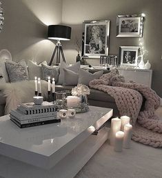 8 Small Living Room Ideas That Will Maximize Your Space Best Living Room Ideas – Luxus Wohnzimmer Dekor & Möbel Silver Living Room, Living Room Grey, Small Living Rooms, Living Room Designs, Living Spaces, Apartment Decoration, Luxury Living, Apartment Living, Cozy Apartment
