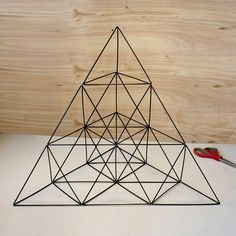 Giant Straw Tetrahedron Cluster (with Pictures) - Instructables Geometric Decor, Geometric Designs, Geometric Shapes, Geometric Solids, Straw Crafts, Diy Straw, Straw Sculpture, Straw Art, Geometric Sculpture