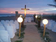 Beach Wedding - LOVE the cross