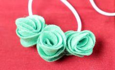 Pulseras fáciles y creativas a partir de flores de fieltro