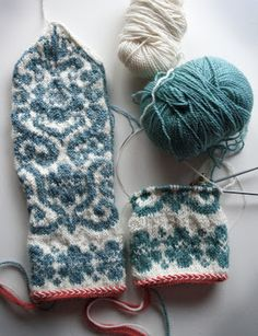 Love the colors Knitted Mittens Pattern, Fair Isle Knitting Patterns, Crochet Gloves, Knit Mittens, Knitting Charts, Knitting Designs, Knitting Socks, Knitting Projects, Knit Crochet