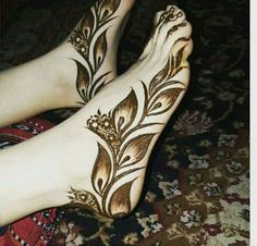 Moroccan design is well-known among ladies in middle east nations. A standard design may also become a special mehndi pattern if you add a bit of crea. Cool Henna Designs, Mehndi Desing, Legs Mehndi Design, Mehndi Designs 2018, Modern Mehndi Designs, Mehndi Design Pictures, Beautiful Mehndi Design, Mehndi Designs For Hands, Henna Tattoo Designs