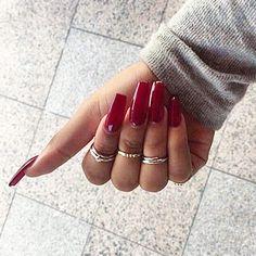Röda naglar alltså....