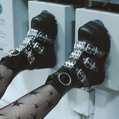 shoes Life in plastic, it's fantastic 🖤💀. 3 platform over size o-ring front zip calf boot w/ 3 spiked metal plated clear plastic pvc snap on buckle straps on black shiny and matte vegan leather 🥀🦇. Edgy Outfits, Grunge Outfits, Cute Outfits, Aesthetic Shoes, Aesthetic Clothes, Alternative Outfits, Alternative Fashion, Goth Shoes, Grunge Shoes