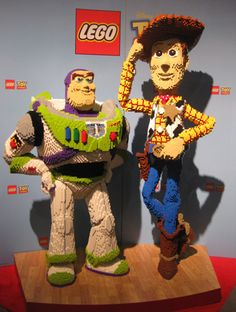 Woody and Buzz display at the LEGO booth from the 2010 International Toy Fair Lego Toy Story, Lego Design, Lego Disney, Hobbit, Modele Lego, Lego Sculptures, Monster Trucks, Amazing Lego Creations, Lego Pictures