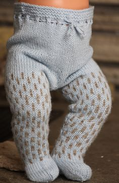 Blue and beige are baby doll clothes patterns are beautiful to your doll Baby Born Clothes, Knitted Baby Clothes, Crochet Doll Clothes, Knitted Dolls, Girl Doll Clothes, Barbie Clothes, Best Baby Doll, Baby Dolls, Dolls Dolls