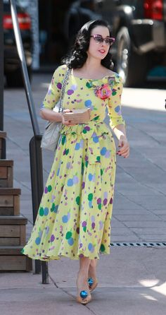 (via Dita Von Teese swaps sexy look for wholesome bright dress on lunch date… Bright Dress, Yellow Dress, Vintage Dresses, Vintage Outfits, Vintage Fashion, Dita Von Teese Style, Dita Von Tease, Old Hollywood Glamour, West Hollywood