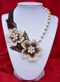 pearl beaded necklaces Ideas, Craft Ideas on pearl beaded necklaces Seed Bead Necklace, Seed Bead Jewelry, Bead Jewellery, Beaded Jewelry, Handmade Jewelry, Flower Jewelry, Floral Necklace, Beaded Necklaces, Earrings Handmade