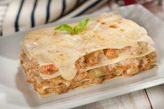 Salsa Bechamel, Ethnic Recipes, Food, Al Dente, Seafood Lasagna, Pasta Recipes, Dominican Food, Calamari, Essen