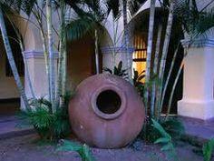 All camagueyanos have one! Tinajones (earthenware clay pots) are a symbol of… Varadero, Cuban Culture, Miami Houses, Vinales, Fidel Castro, Earthenware Clay, Cuba Travel, Santa Lucia, Clay Pots