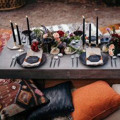Pretty I nspiration for an outdoor #summer dinner party over #onGWS with a rich color palette.