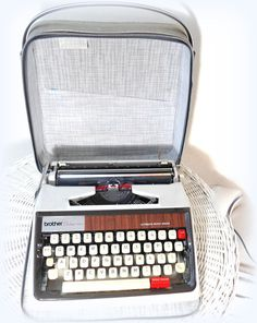 vintage typewriter- brother de luxe -white home decor- mid century design- automatic repeat spacer- wood design type writer- office design