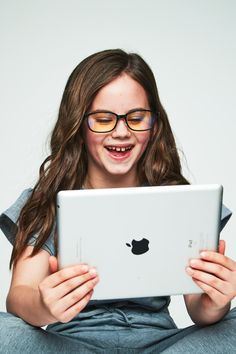 We know your concerns when choosing a pair of kids computer glasses for your little ones.  MarsQuest's safety blue-light blocking glasses are screwless to prevent children from collision and impact, while reducing eye fatigue at the same time.
