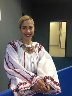 Costum popular Romanesc din Dobrogea de Sud, Oltina.  Camasa cu platca este cusuta de catre doamna Nela Ciota dupa schema pusa la dispozitie de catre doamna Simona Niculescu.