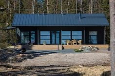 Harmaja meren rannalla - Kannustalo House With Porch, House In The Woods, Small Summer House, Sauna House, Cottage Style House Plans, Black House Exterior, Weekend House, Cabins And Cottages, Cottage Design