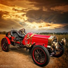 1908 De Dion-Bouton Grand Prix car.  The French race car featured a 4cylinder engine with 40 horsepower,  a 4 speed transmission, and a top speed of 150 km/h (90 mph).  Photo by Helmut Tomkevicius