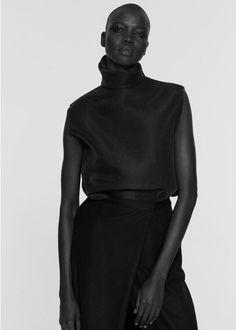 Minimal Tailoring - black & white fashion editorial, bold minimalist fashion // Ph. Paul Jung