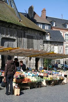 Honfleur Market. I love this city. Region Normandie, Normandie France, Provence France, Places Around The World, Around The Worlds, Architecture France, Places Ive Been, Places To Go, Omaha Beach