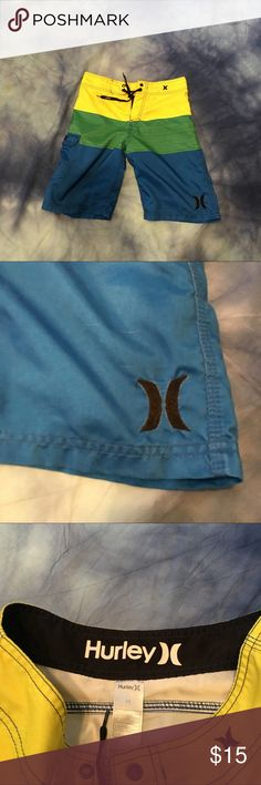 Boys Hurley Swim Trunks This item is Pre-Owned. It is in very good condition. Everything sold in our closet is washed and ready for wear as soon as it's delivered to you. Thank you for stopping by Please be sure to check us out daily for new inventory.   Also catch updates on IG @CrazyGirlWerkz #ThatsCrazy Hurley Swim Swim Trunks