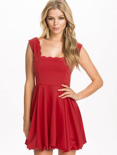 Scalloped Puff Dress - Club L - Röd - Festklänningar - Kläder - Kvinna - Nelly.com