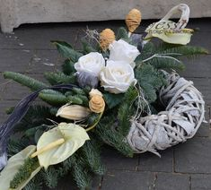 florystyka żałobna dekoracje nagrobne - Grave Flowers, Funeral Flowers, Christmas Arrangements, Floral Arrangements, Grave Decorations, Christmas Decorations, All Saints Day, Cement Crafts, Woodworking Projects