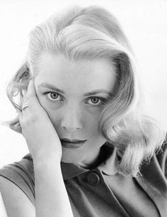 """lauramcphee: """" Grace Kelly, 1955 (Howell Conant) via becketts """" Old Hollywood, Viejo Hollywood, Classic Hollywood, Moda Grace Kelly, Grace Kelly Style, Old Actress, American Actress, Princesa Grace Kelly, Philadelphia"""