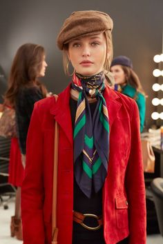 24 Ways to Wear A Scarf A silk twill scarf is an endlessly versatile way to add a chic dose of personality to any outfit. Here's how to tie a scarf. French girl style, classically chic style, hermes s Look Fashion, Trendy Fashion, Fashion Models, Fashion Show, Autumn Fashion, Fashion Trends, Fashion Tips, Dress Fashion, Fashion Design